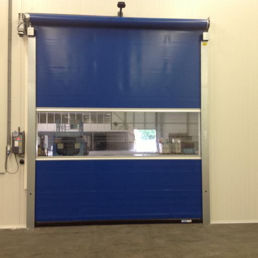 snelloopdeuren tegen tocht warmte en kou in bedrijfsruimte van labex snelroldeuren bv